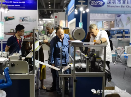 mattress border measure and mark and cutting machine show.png